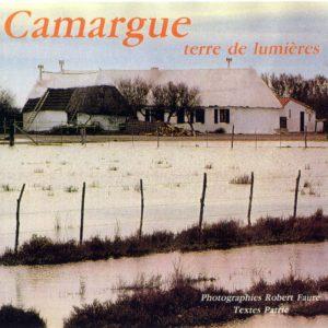 Couverture du livre Camargue terre de lumières