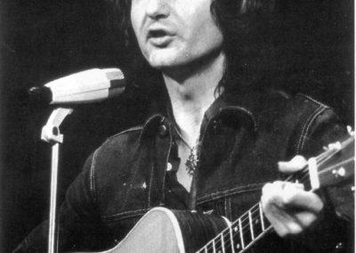 04 Sur scène 1975